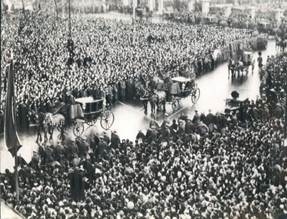 http://i.ebayimg.com/t/1936-London-England-Crowds-Procession-at-King-George-V-Death-Wire-Photo-/00/s/ODI2WDEwMDA=/$(KGrHqF,!nME63S96nSnBO7-r6)9jQ~~60_57.JPG